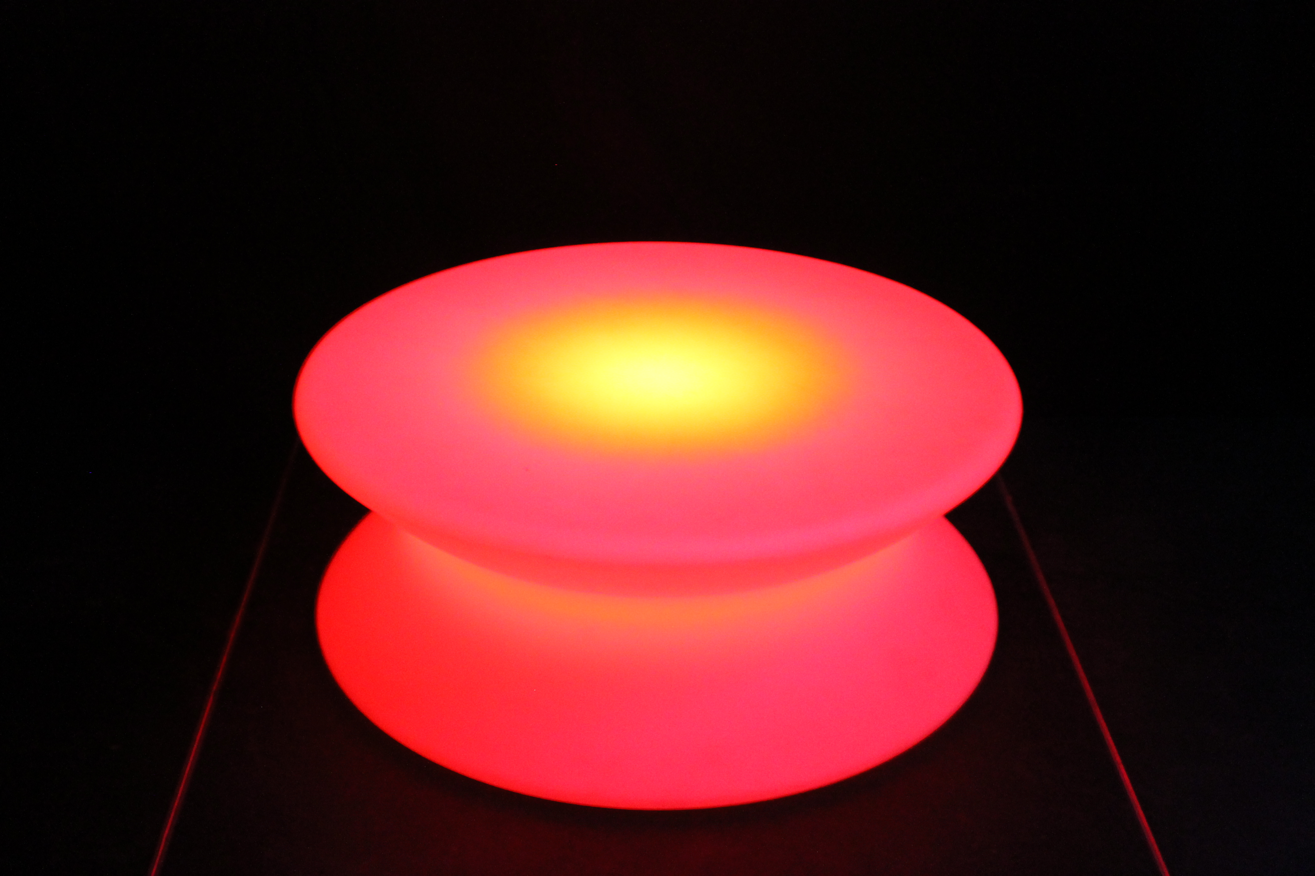 Brugt plastik yoyo lounge bord b9000 for Second hand lampen
